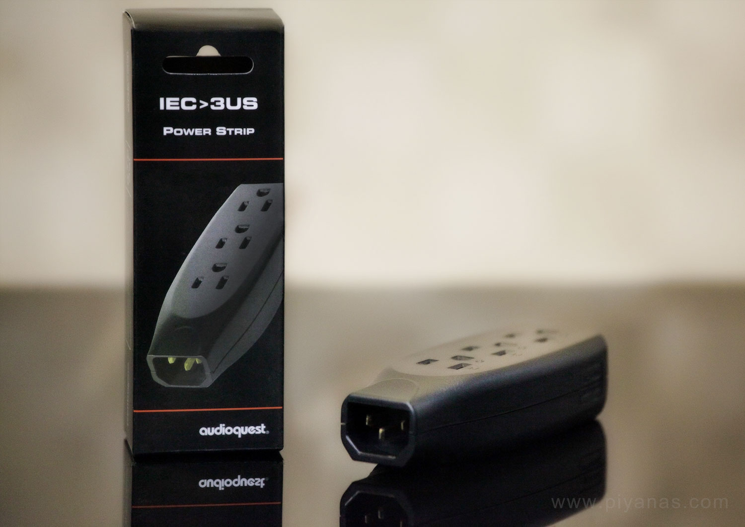 IEC 3 US Power Strip