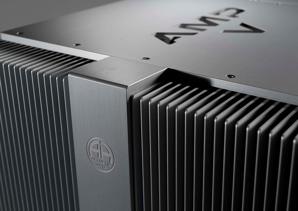 AMP V (Black)